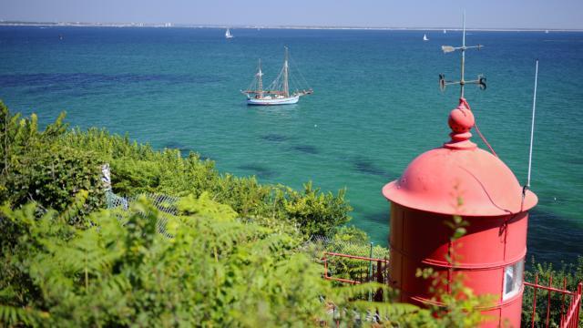 Bateau la Reine des Flots de Gavres au large de l'ile de Goix