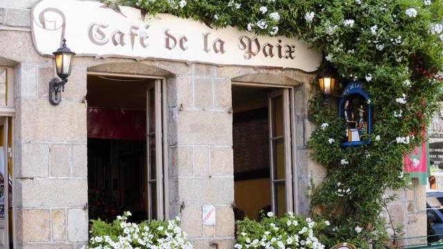 moncontour-le-gal-yannick-cafe-paix.jpg