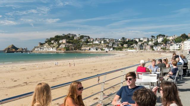 France, Côtes d'Armor (22), Pléneuf-Val-André, la plage du Val André et la terrasse du Casino